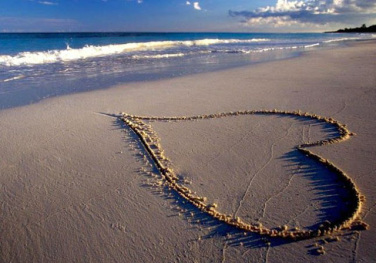 beautiful-love-heart-on-sand-wallpaper, image Public domain