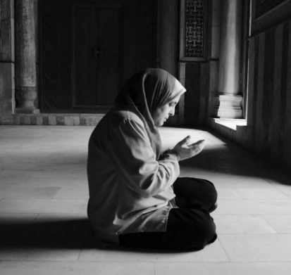 Bing Image, A Woman at Prayer